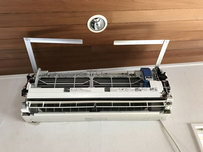 エアコン洗浄の支持金具